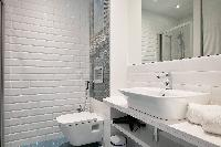spic-and-span bathroom of Barcelona - Sagrada Familia Suite 2 luxury apartment