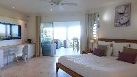 pristine bedding in Saint Barth Villa Au Coeur Du Rocher luxury holiday home, vacation rental