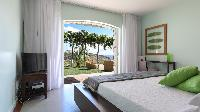 pristine bedding in Saint Barth Villa Au Rêve luxury holiday home, vacation rental