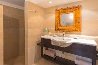 nice bathroom in Saint Barth Villa Lagon Jaune luxury holiday home, vacation rental