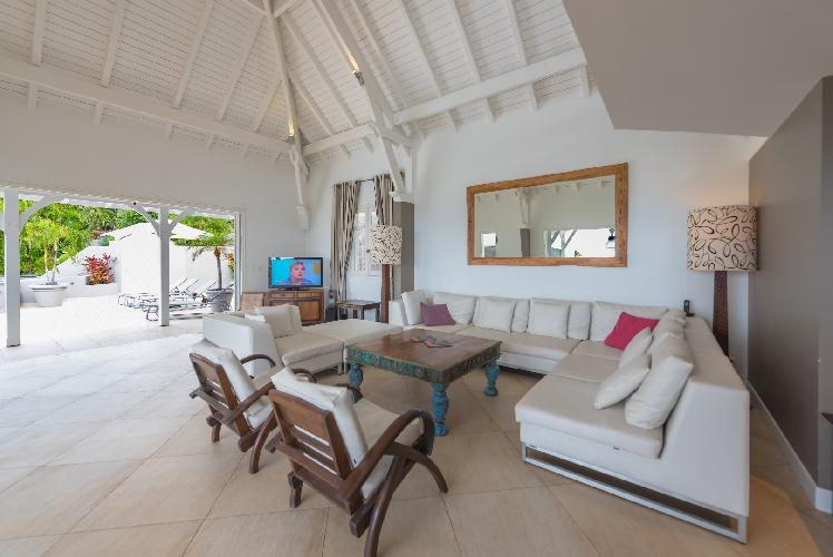 pleasant dining area in Saint Barth Villa Lagon Jaune luxury holiday home, vacation rental