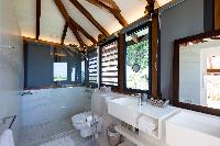 clean toilet and bath in Saint Barth Villa Rose Dog luxury holiday home, vacation rental
