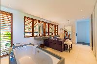 cool bathtub in Saint Barth Villa Sereno 3 luxury holiday home, vacation rental