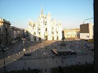 beautiful landmarks near Milan - Duomo Open Space luxury apartment