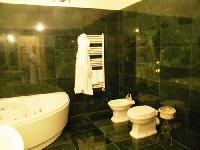 clean bathroom with tub in Milan - Duomo Studio luxury apartment