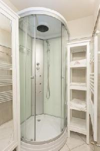 refreshing rain shower in Budapest Dream Grand Apartment DANUBE luxury holiday home