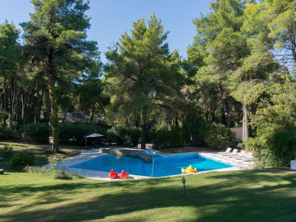 amazing swimming pool of Athens - Evergreen Villa luxury apartment