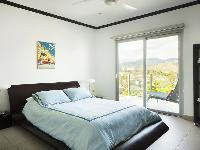 pristine bed sheets and pillows in Costa Rica Diamante del Sol 801N luxury apartment