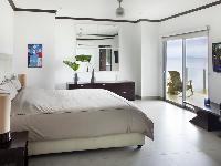 fresh and clean bedroom linens in Costa Rica Diamante del Sol 801N luxury apartment
