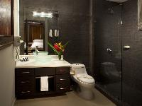 fresh and clean bathroom in Costa Rica Diamante del Sol 901S luxury apartment