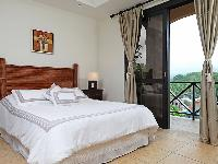 clean and fresh bedroom linens in Costa Rica Bahia Encantada E4 luxury apartment