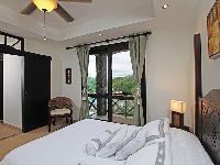 fresh and clean bedroom linens in Costa Rica Bahia Encantada E4 luxury apartment