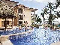 relaxing pool of Costa Rica Bahia Encantada E4 luxury apartment