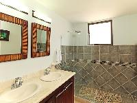 spic-and-span bathroom in Costa Rica Bahia Encantada D3 luxury apartment