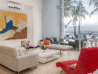 awesome glass walls of Costa Rica Casa del Mar luxury apartment