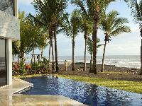 amazing swimming pool of Costa Rica Casa del Mar luxury apartment