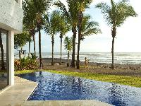 awesome swimming pool of Costa Rica Casa del Mar luxury apartment