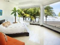 pristine pillows and bed sheets in Costa Rica Casa del Mar luxury apartment