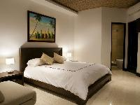 pristine bed sheets and pillows in Costa Rica Casa del Mar luxury apartment