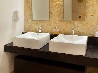 fresh and clean bathroom in Costa Rica Casa del Mar luxury apartment