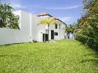 amazing lawn and garden of Costa Rica Casa del Mar luxury apartment