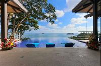 awesome infinity pool of Costa Rica Vista Hermosa luxury apartment
