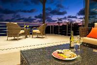 cool alfresco dinners at Costa Rica Vista Hermosa luxury apartment