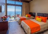 clean and fresh bedroom linens in Costa Rica Vista Hermosa luxury apartment