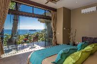 fresh and clean bedroom linens in Costa Rica Vista Hermosa luxury apartment