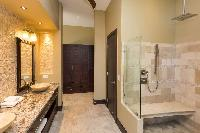 clean and fresh bathroom in Costa Rica Vista Hermosa luxury apartment