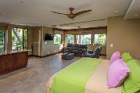 pristine bed sheets and pillows in Costa Rica Vista Hermosa luxury apartment