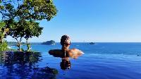 impeccable infinity pool of Costa Rica Vista Hermosa luxury apartment