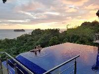 incredible infinity pool of Costa Rica Vista Hermosa luxury apartment