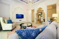 amazing Dubai 1 BR - Souk Al Bahar luxury apartment and holiday home