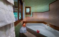 fantastic whirlpool tub in Costa Rica Casa Oceano luxury apartment