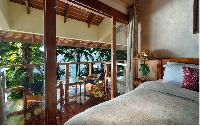fascinating bedroom with balconh at Costa Rica Casa Oceano luxury apartment