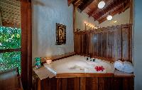 fabulous whirlpool tub in Costa Rica Casa Oceano luxury apartment