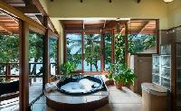 refreshing tub in Costa Rica Casa Oceano luxury apartment