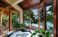 relaxing tub in Costa Rica Casa Oceano luxury apartment