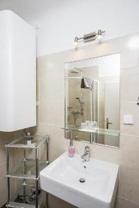 spic-and-span bathroom in Vienna - Apartment F21/18 luxury vacation rental and holiday home