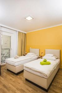 pristine bed sheets and pillows in Vienna - Apartment F21/7 lusury vacation rental and holiday home