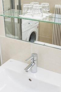 clean and fresh bathroom in Vienna - Apartment F21/7 lusury vacation rental and holiday home