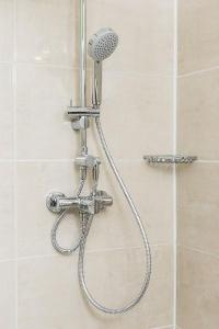 invigorating shower in Vienna - Apartment F21/7 lusury vacation rental and holiday home