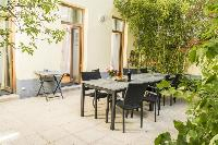 cool alfresco dining at the patio of Vienna - Apartment 9 lusury vacation rental and holiday home