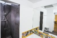 invigorating shower in Vienna - Apartment 9 lusury vacation rental and holiday home