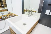 fresh and clean bathroom in Vienna - Apartment 9 lusury vacation rental and holiday home