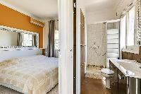 neat en-suite bedroom in Cannes - Palm Spring Villa luxury apartment