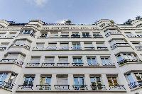 1-bedroom Paris luxury apartment on the 4th floor of a beautiful building standing in the corner of