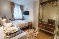 cozy Singapore South Bridge Studio King luxury apartment and vacation rental