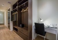 well-appointed Singapore South Bridge Studio King luxury apartment and vacation rental